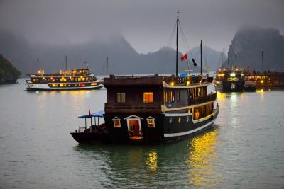 120115 Ha Long Bay 301_1.jpg